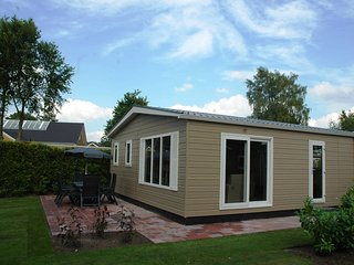 Conveniently furnished chalet with a terrace near the Veluwe