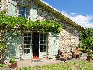 Charming Cottage in Ladignac-le-Long with Garden