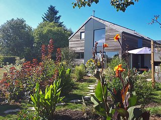 Designer house with hot tub, large garden, 10mins from Morgat beach!