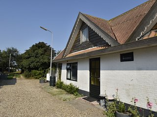 Holiday home in beautiful surroundings nearby the coast of Noord-Holland provinc
