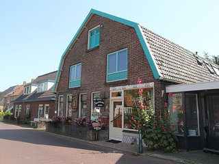 Lovely holiday home with garden in the centre of Egmond-Binnen