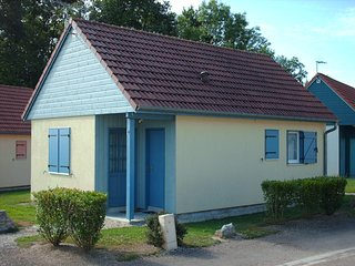Semi-detached chalet with a terrace 100 m. from the beach