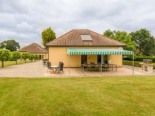 Modern holiday home with swimming pool near Monbazillac and the vineyards.