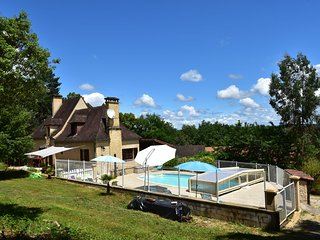 House with heatable pool near Sarlat-la-Caneda (14 km) and beautiful castles.
