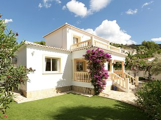 Detached three bedroom villa with pool surrounded by large garden in Moraira