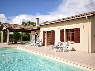 Modern villa in La Romieu with swimming pool