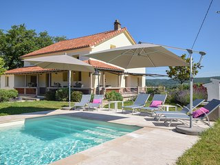 Spacious Holiday Home in Vire-sur-Lot with Swimming Pool
