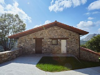 Luxurious Mansion in Cangas de Onís with Meadow View