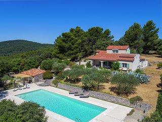 Quaint Stone Villa in Pignans with Swimming Pool