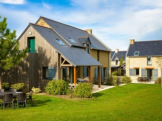 Beautiful vacation home near a Breton oyster fishing village