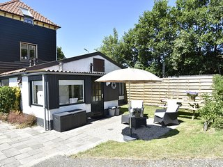 holiday home for 2 people with lovely garden near North Holland coast
