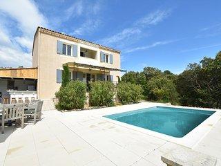 Cozy villa in Saint-Saturnin-les-Apt with open kitchen