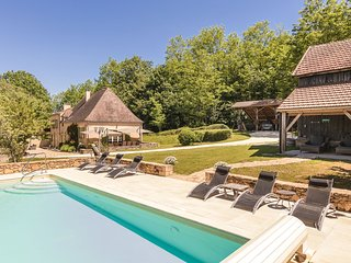 Lovingly and very luxuriously furnished farmhouse with private swimming pool.