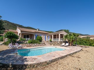 Spacious Villa in Roquebrun with a Swimming Pool