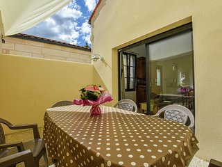 Romantic city house with private terrace and 15 min from the beach.