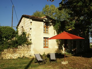 Atmospheric holiday home with large garden in the historical region of Thuré