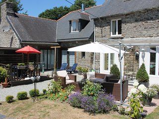 Elegant Cottage in Maël-Carhaix Brittany with garden