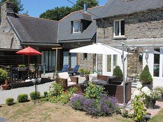 Elegant Cottage in Mael-Carhaix Brittany with garden