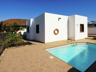Detached villa with private pool, all ground floor and with nice terrace