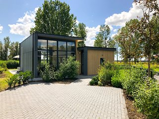 Modern chalet with dishwasher, only 18 km. from Rotterdam