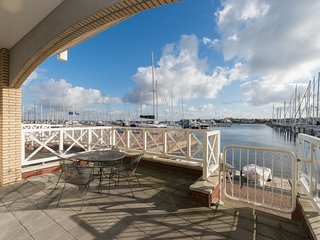 Luxurious 6-person apartment in Grevelingenmeer marina