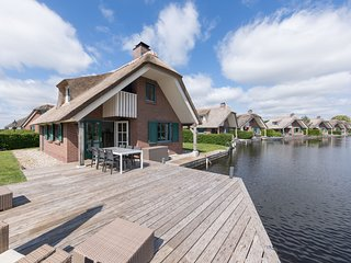 Stylish thatched villa with two dishwasher at Giethoorn