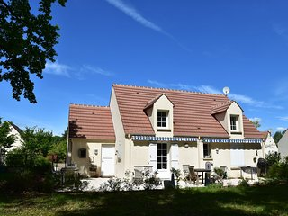 Charming house 300m away from a 18 holes Golf course and only 15 km from Orlé