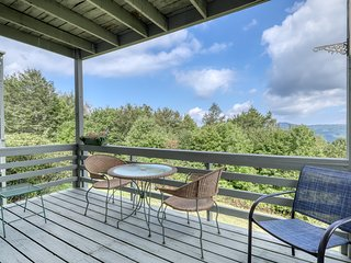 Dog friendly Sugar Mountain condo w/ new wood flooring & quick access to trails
