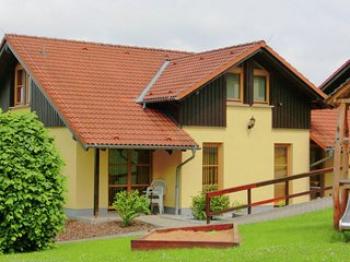 Well-maintained semi-detached house in Oberlausitz on the edge of the forest wit