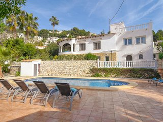 8-person villa in beautiful location, swimming pool and terraces, near the most