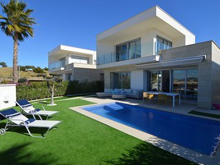 Luxurious Villa with Private Swimming Pool in Orihuela