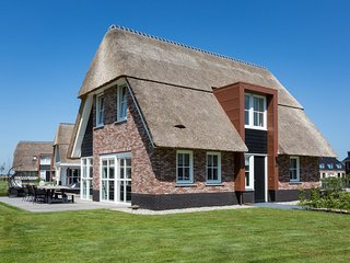 Beautiful, thatched villa with a terrace at the Tjeukemeer