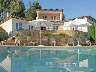 Luxury Villa in La Cadiere-d'Azur with Swimming Pool