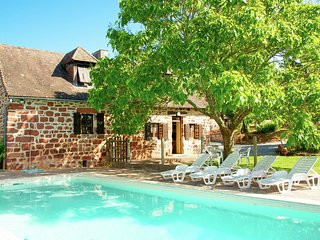 Spacious, authentic farmhouse in a hamlet with magnificent view and pool.