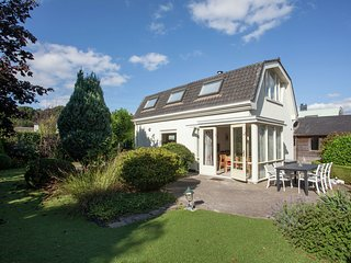 Quietly located modern house in a small bungalow park outside Noordwijk aan Zee.