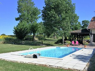 Wonderful, cosy holiday home with private swimming pool in a quiet area.