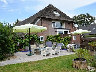 A beautiful, link-detached farm house in the Drentse Wapse