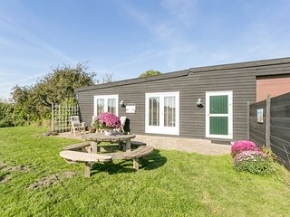 Lovely Holiday Home In South Holland with Barbecue