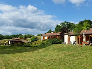 Charming house with a covered terrace near Gourdon