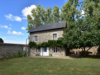 Picturesque Holiday Home in Vergoncey with Swimming Pool