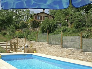 Peaceful Holiday Home in Parisot with Swimming Pool