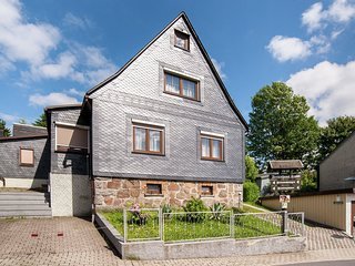 Detached holiday home adjacent to the Rennsteig in Thuringia with terrace and ga