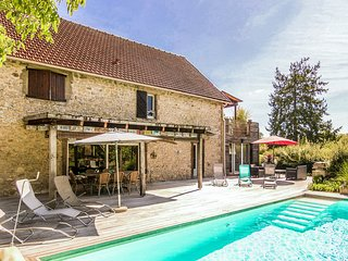 Cozy Holiday Home in La Chapelle-aux-Saints with Barbecue
