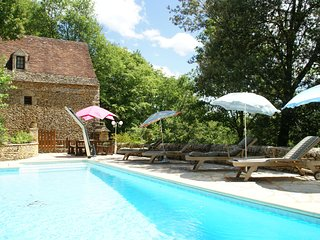 Lovely Périgord holiday home in private forest in stunning surroundings of Bess