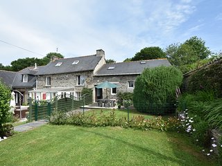 Luxurious Cottage in Mael-Carhaix Brittany with private terrace