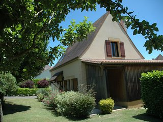 Quaint Holiday Home in Castelnaud-la-Chapelle with Climate Control