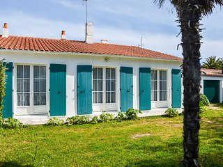 Spacious Holiday Home near Sea in Loix