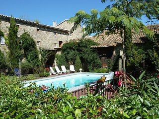 Cozy Villa in Saint-Cesaire-de-Gauzignan with Swimming Pool
