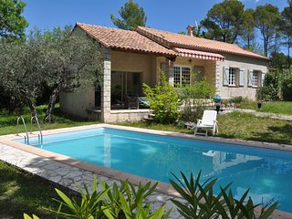 Provencal holiday home with private pool and large garden, 2,5 km from Seillans