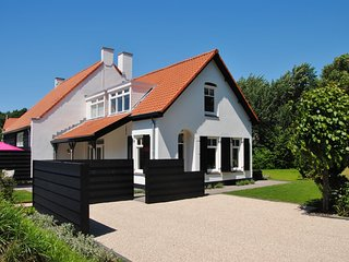 Charming Holiday Home in Ouddorp near Sea